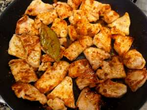 pollo con cubo de caldo