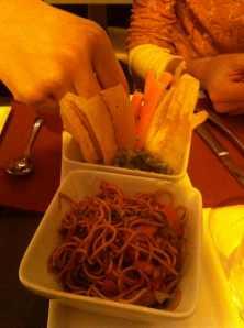 Fideos chinos con verduras y guacamole