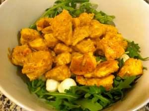 rúcula pollo con salsa y mozarella