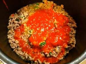 carne picada con albahaca y tomate