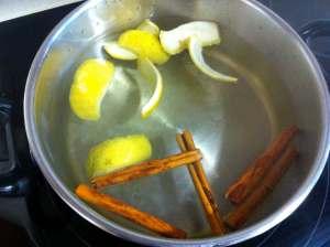 agua con cáscara de limón y canela