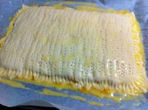 empanada sellada y pintada con huevo