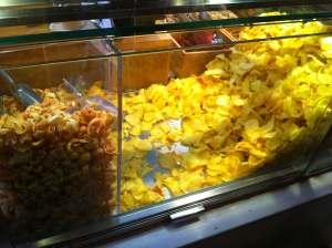 patatas fritas y cortezas en Mercado San Miguel