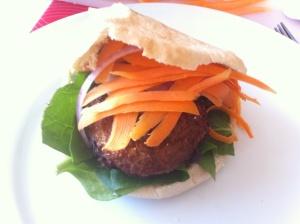 hamburguesa con espinacas y zanahoria