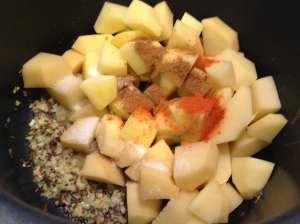 patatas con sal, chile y cilantro en polvo