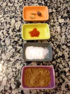 cardamomo, garam masala, azúcar y chile en polvo