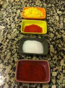 tandoori masala, chile rojo en polvo y sal