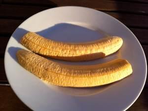 plátano por la mitad