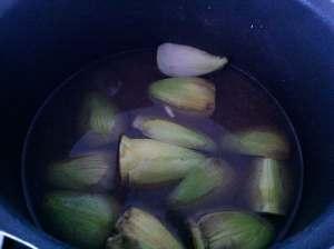 caldo con hojas de alcachofa