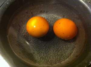 huevos hirviendo