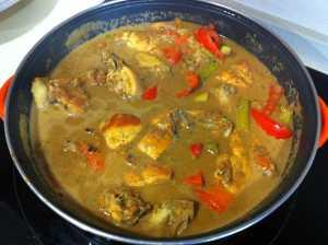 pollo y verduras listas para el arroz