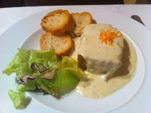 pastel de puerros con salsa roquefort