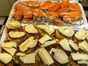 canapc3a9s-pesto-con-queso-de-cabra-y-salmc3b3n-con-queso-cremoso