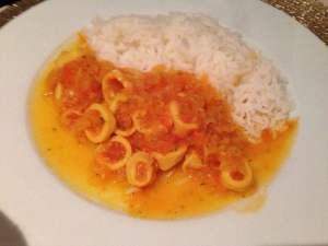 calamares con salsa de cebolla
