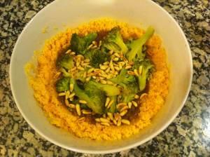 cuscus con brocoli y piñones