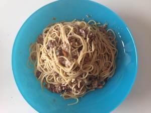 espaguetis con carne y roque