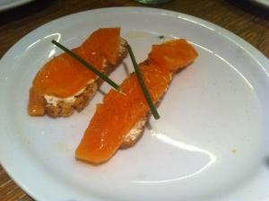 montadito salmon ahumado