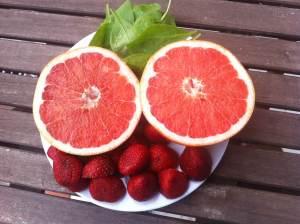 pomelo fresas espinacas
