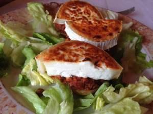 patata rellena con queso de cabra