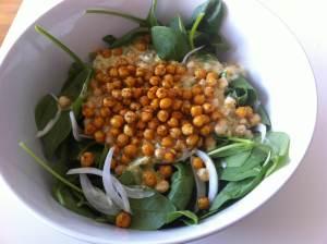 ensalada-espinacas-y-garbanzos-crujientes