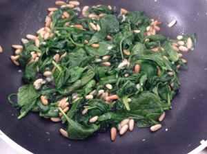 espinacas-y-pic3b1ones-salteados